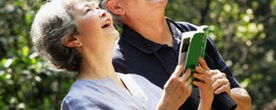 老年人养生保健小方法 曝背养阳法